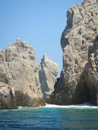 Cabo Submarine : Rock formation in the middle shaped like Scooby Doo
