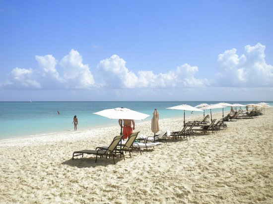 The Somerset on Grace Bay: Can't find a nicer beach than Grace Bay
