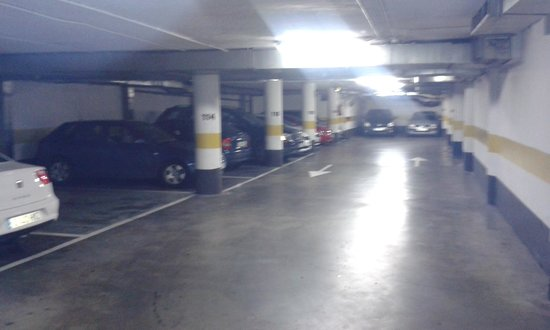 Silken Reino de Aragon Hotel: aparcamiento muy recomendable