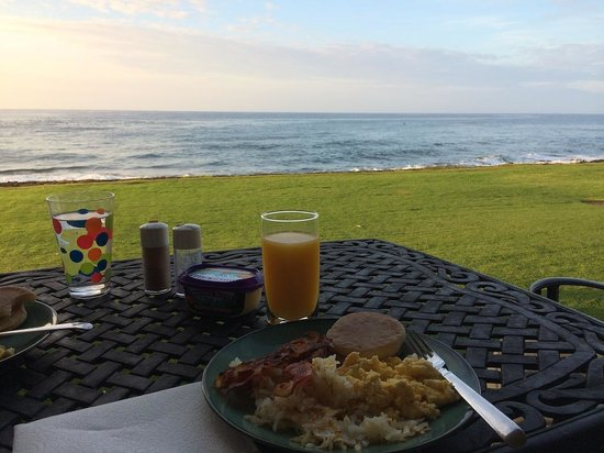 Kuhio Shores Condos : Can a breakfast experience be any better than this?
