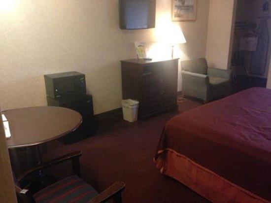 Howard Johnson Express Inn - Blackwood: Room looking East