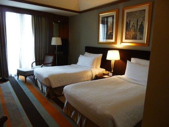 Chatrium Hotel Royal Lake Yangon: hotel room