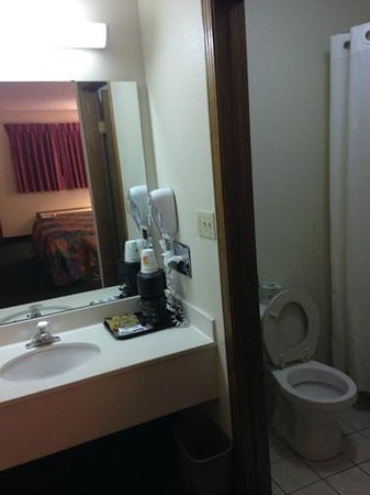 Super 8 Westlake/Cleveland: Bathroom area.  No soap?  No shampoo?