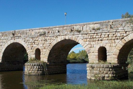 Roman Bridge: Modern Bridge seen through the Roman one