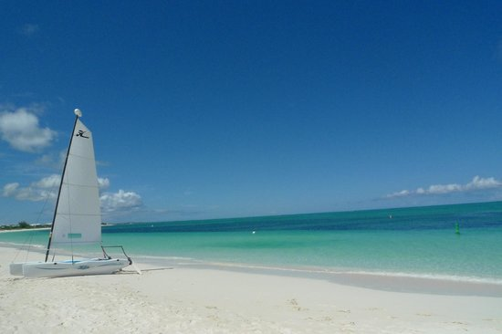 Coral Gardens on Grace Bay : View of the crystal-clear water
