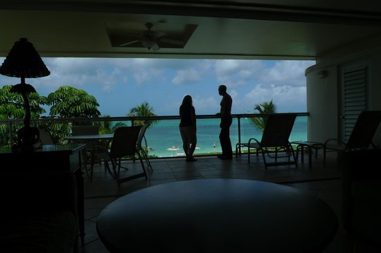 Coral Gardens on Grace Bay : Open-air great room with slide-away doors