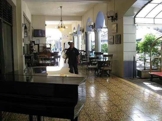 Gran Hotel Costa Rica: fabulous front restaurant area just great with pianist