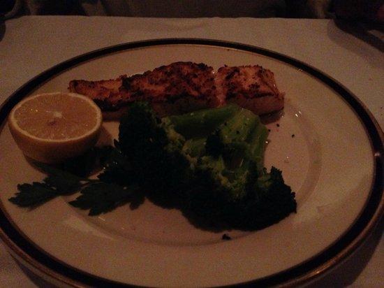 Porter's Steakhouse: Salmon