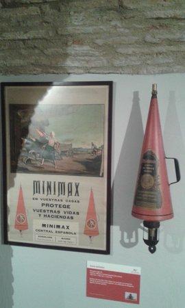 Museo del Fuego y de los Bomberos: EXTINTOR ANTIGUO