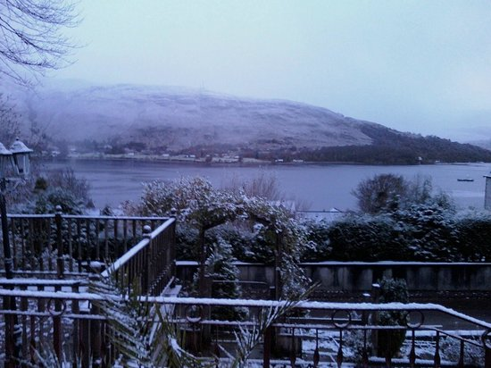 Braeside House : After few days comes snow!:-)