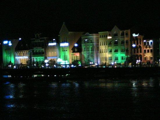 Renaissance Curacao Resort & Casino: Night shot