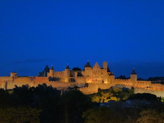 Carcassonne Guesthouse : Carcassonne from Patrick's terrace at night