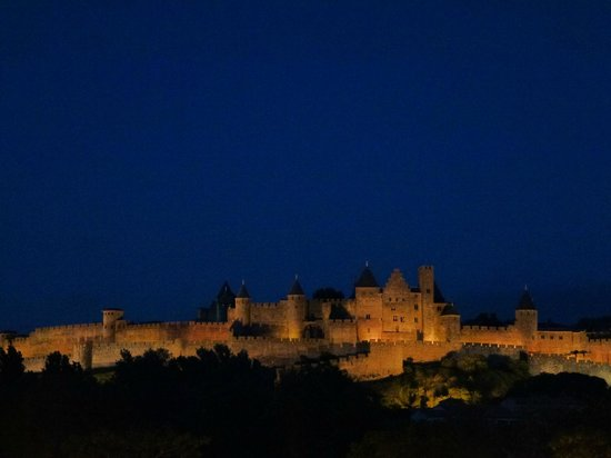 Carcassonne Guesthouse : Night view from Patrick's terrace