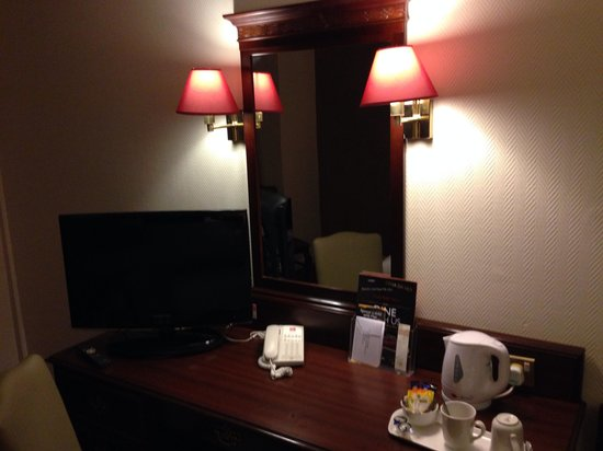 Ibis London Earls Court : Dressing table