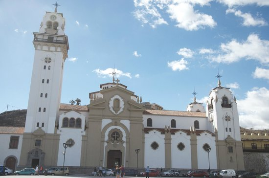 Basílica de Nuestra Señora de la Candelaria: Catedral estilo monumental e  insular