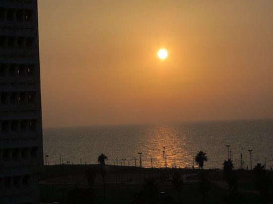 Dan Panorama Tel Aviv: Balcony View at Sunset