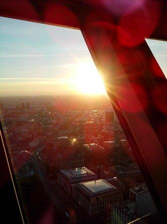 Berlin TV Tower: A vista é linda, mas Berlim ainda é muito melhor vista do nível da rua.