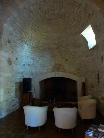 Domaine Sainte-Cecile : Breakfast room, once a chapel