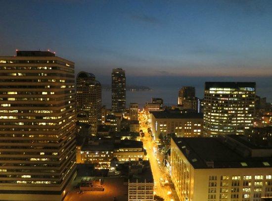 Grand Hyatt Seattle - Executiove Suite - High Floor 133