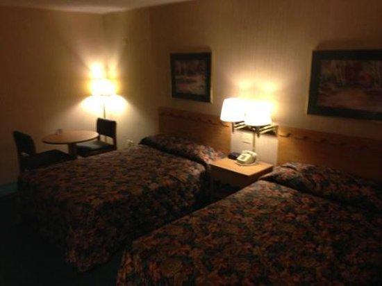 Knights Inn Dayton North: 2 QSB Room