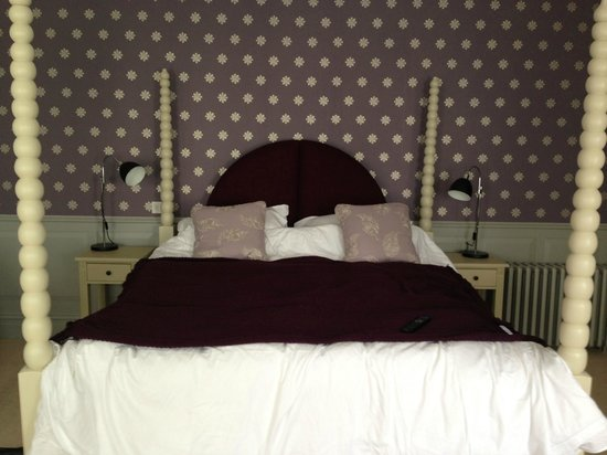 Houndgate Townhouse: The bed - so comfy