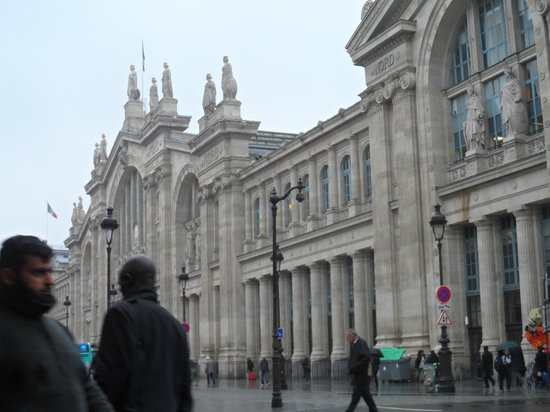 New Hotel Gare du Nord: Across from the Hotel