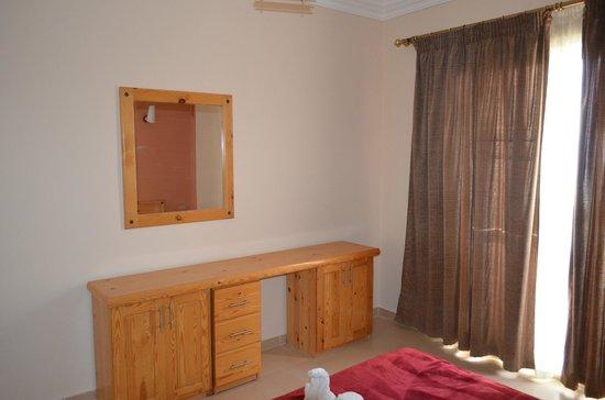 Dahab Hotel: мебель