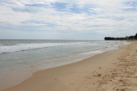 Bao Quynh Bungalow: Beach