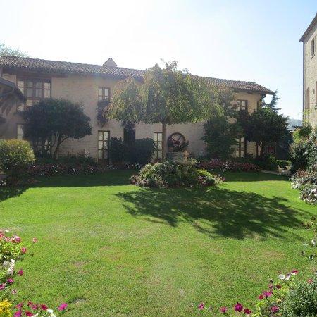 Hotel Castello di Sinio: Grounds