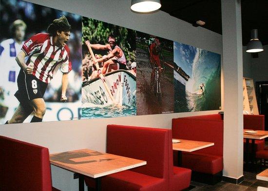 Mundaka Hostel& Sports Cafe: Restaurante