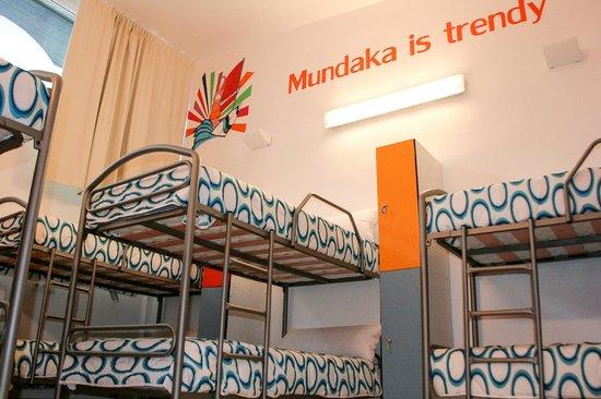Mundaka Hostel& Sports Cafe: Habitacion Naranja