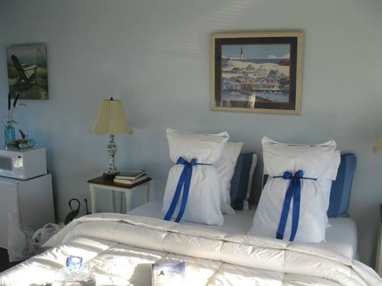 The Savannah House Inn: The bed