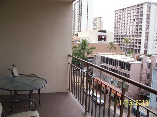 Pearl Hotel Waikiki: View from balcony of Nahua St, looking towards Waikiki Beach