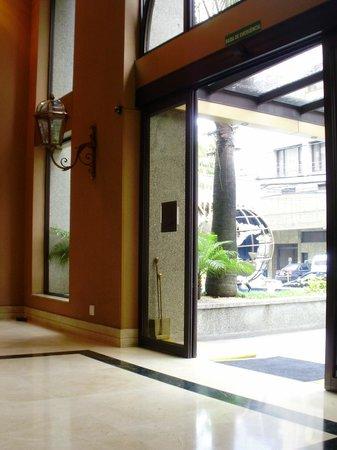 Estanplaza Paulista: Entrance lobby