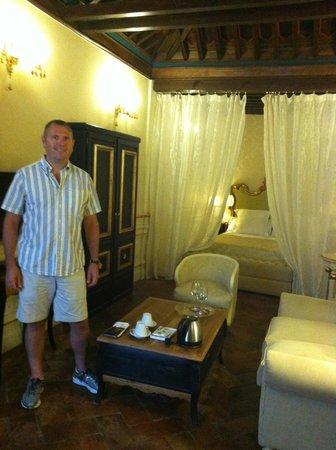 Hotel Casa 1800 Granada: Living room and Bedroom