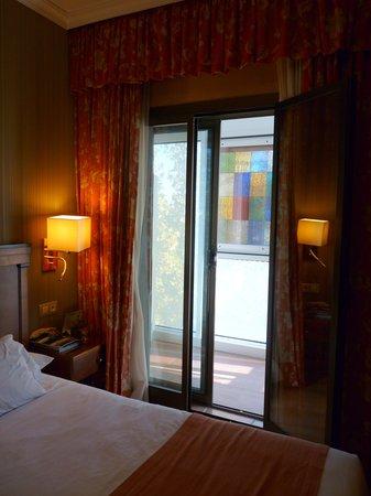 Hotel Becquer: les fenetres ...