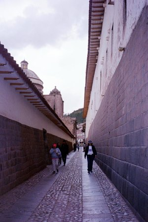 Maytaq Wasin Boutique Hotel: The Inca alley next to our hotel