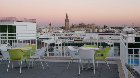 Hotel Becquer: vue de la terrasse soleil couchant...