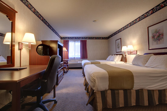 Americas Best Value Inn & Suites - St. Charles / St. Louis : 2 queen bedroom