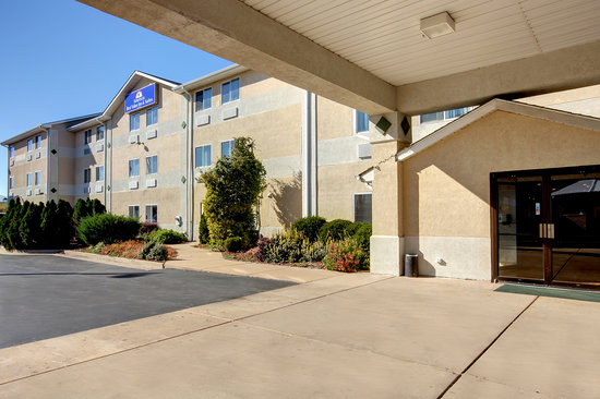 Americas Best Value Inn & Suites - St. Charles / St. Louis : Exterior