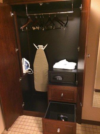 Sheraton Seattle Hotel : Seattle Sheraton closet