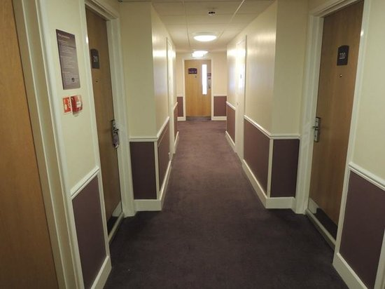 Premier Inn Reading (Caversham Bridge) Hotel: Rooms corridor