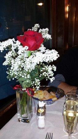 La Polveriera: Questa è la rosa che ci ha fatto trovare la gentilissima signora ke lavora al ristorante , poich