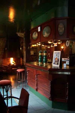 Le Schooner Pub : L'intérieur du Schooner pub