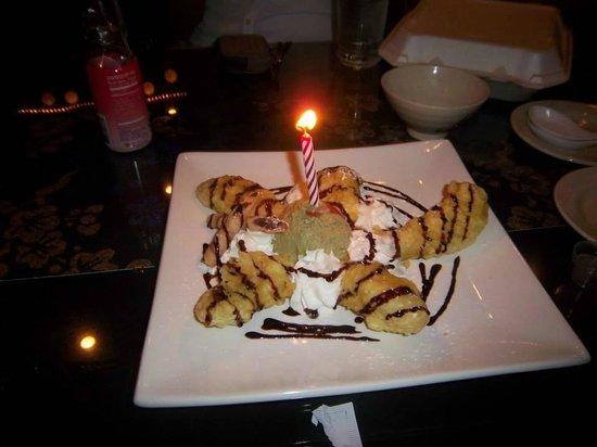 Shingetsu Sushi Bar & Grill: Banana Tempura and Matcha Ice-cream