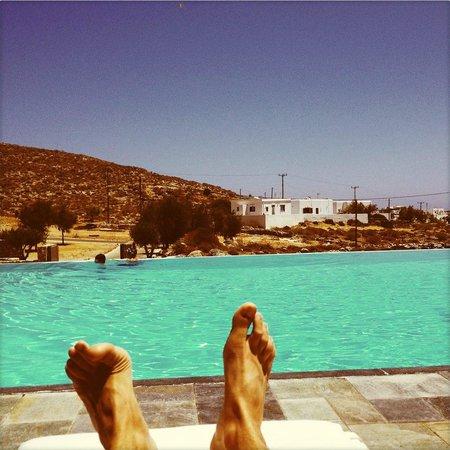Anemi Hotel: depuis notre transat, bord de piscine
