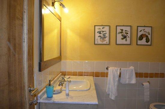 Agriturismo Fattoria Santa Vittoria: Bathroom
