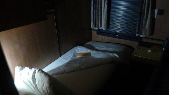 Premier Classe Train : Room at night