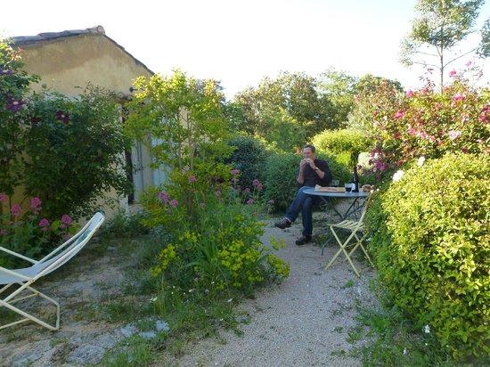 Au Coquin de Sort : Picnic in our hidden garden