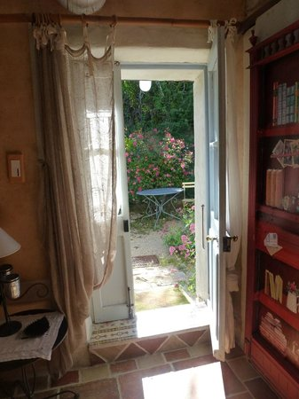 Au Coquin de Sort : From room into hidden garden